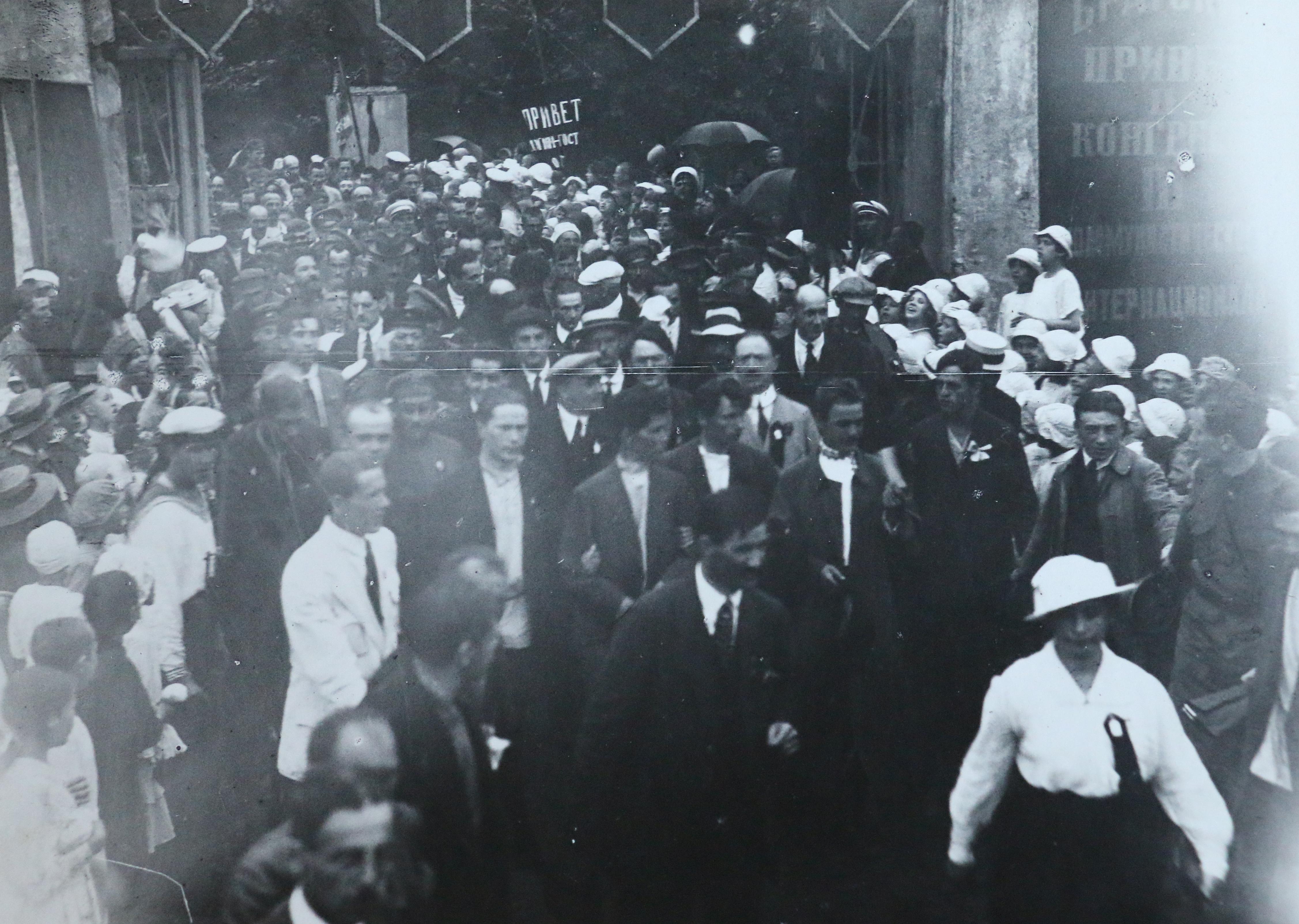 В Смольном, Петроград (17 июля 1920 года), автор неизвестен