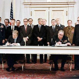 Джимми Картер и Леонид Брежнев подписывают договор ОСВ-II, Билл Фитц-Патрик